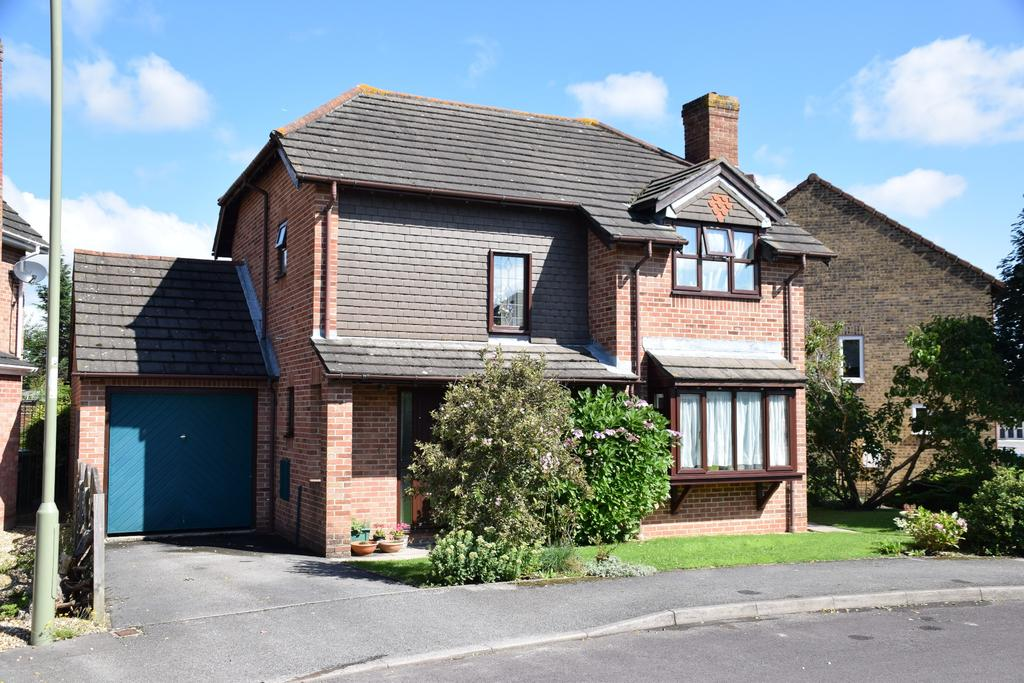 3 Bedrooms Detached House for sale in FUNTLEY