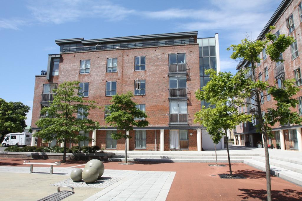 2 Bedrooms Apartment Flat for sale in Ledwell Court, Weevil Lane, Gosport PO12