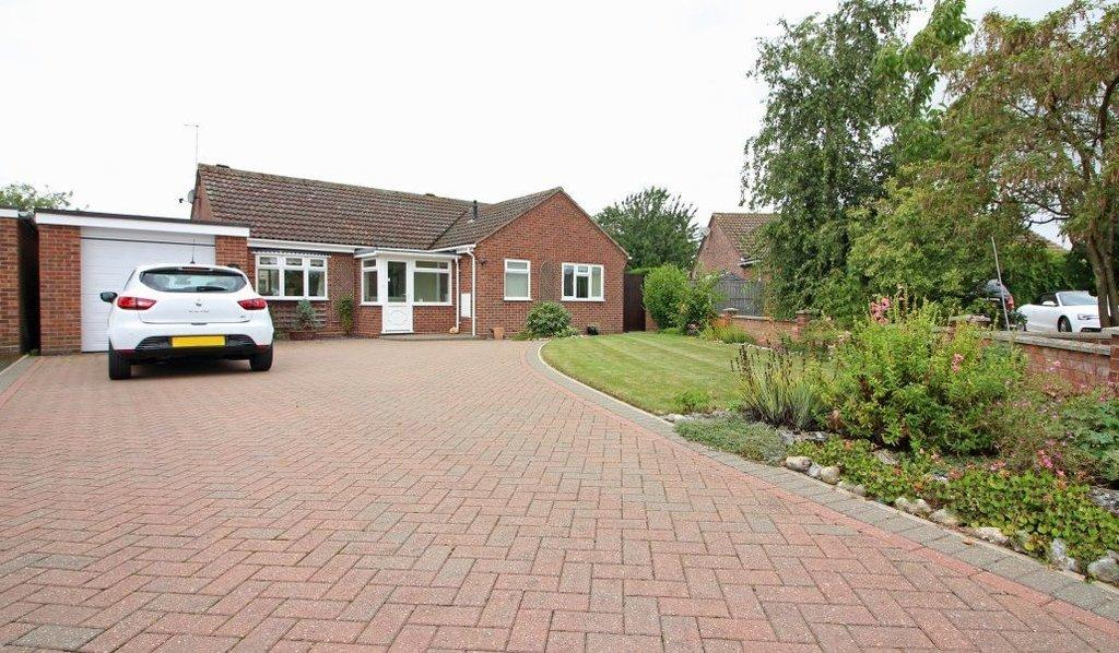 2 Bedrooms Detached Bungalow for sale in Swafield Rise