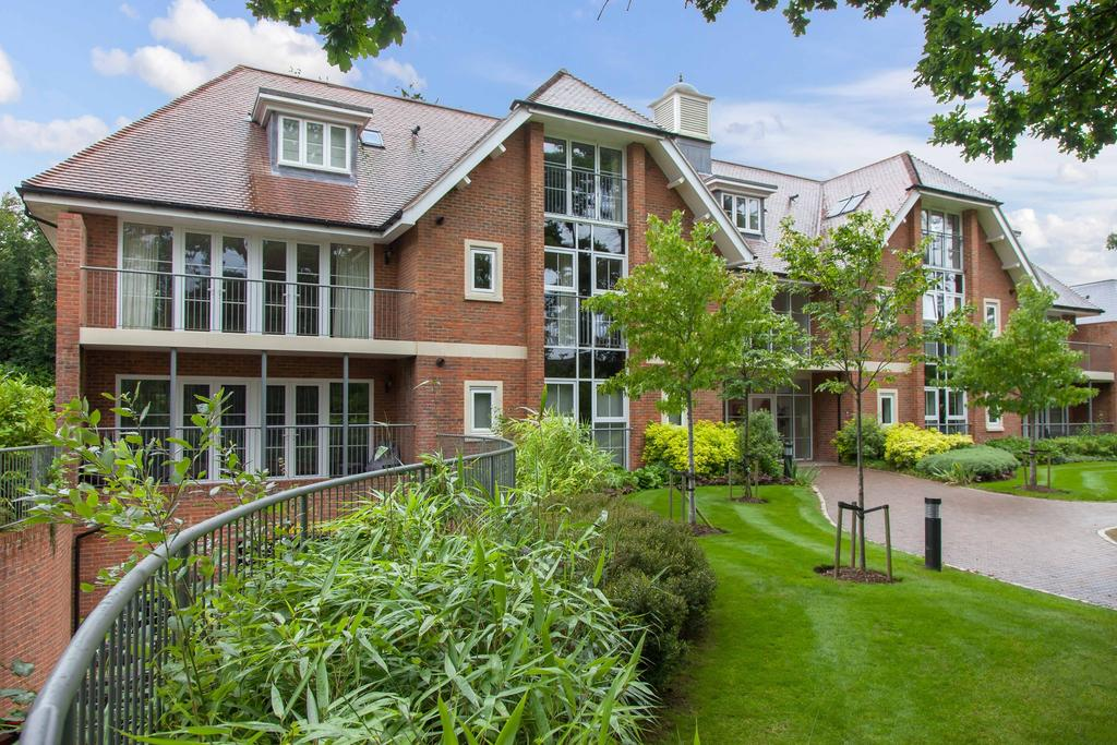 2 Bedrooms Ground Flat for sale in Beaconsfield