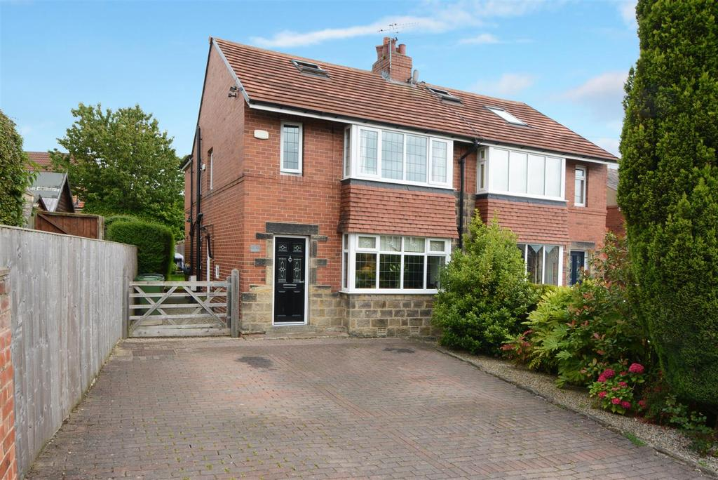3 Bedrooms Semi Detached House for sale in Park Drive, Horsforth, Leeds