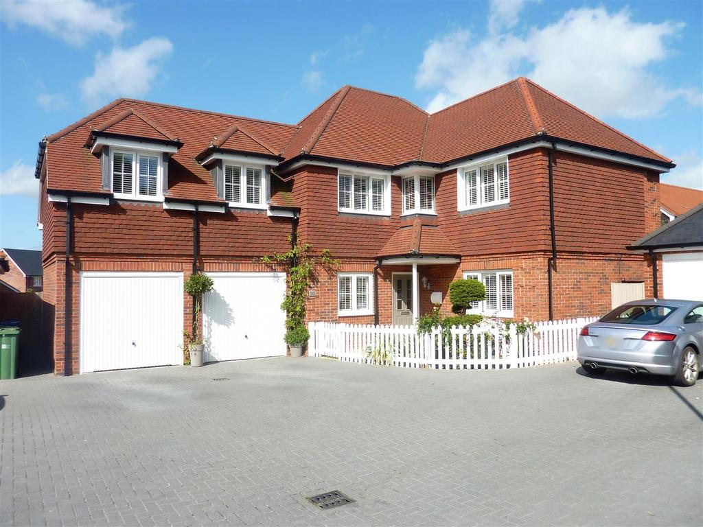 5 Bedrooms Detached House for sale in Deer Park, Henfield