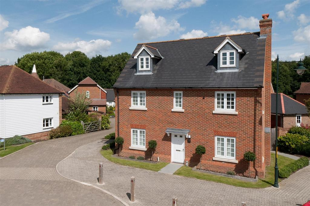 5 Bedrooms Detached House for sale in Amber Lane, Kings Hill, ME19 4FT
