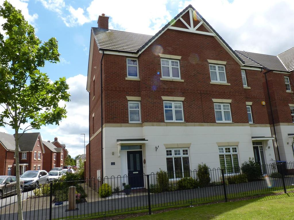 4 Bedrooms Semi Detached House for sale in Advent Walk, Market Harborough