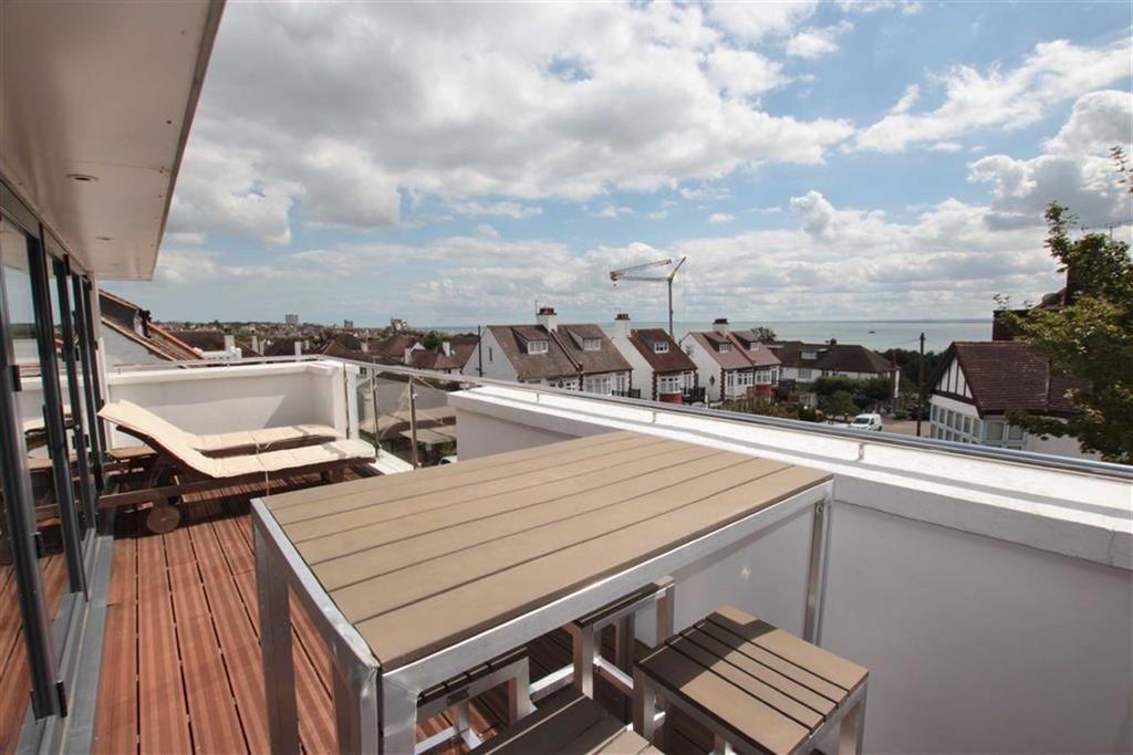 3 Bedrooms Detached House for sale in Beach Avenue, Leigh-On-Sea, Essex