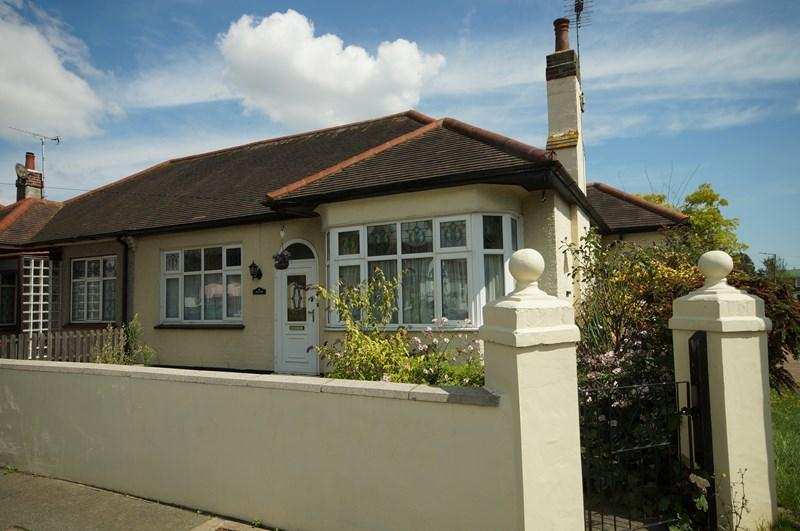 2 Bedrooms Bungalow for sale in Weybourne Gardens, Southend-On-Sea