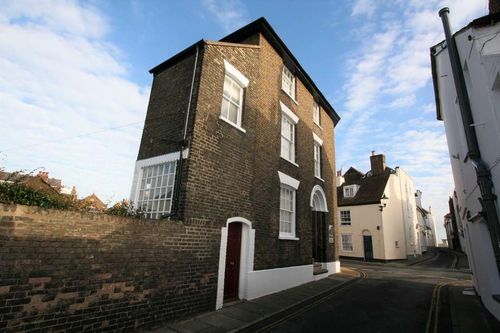 3 Bedrooms Town House for sale in Farrier Street, Deal