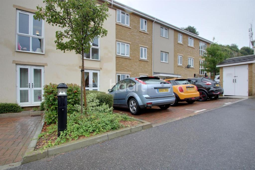 2 Bedrooms Flat for sale in Ward View, Chatham