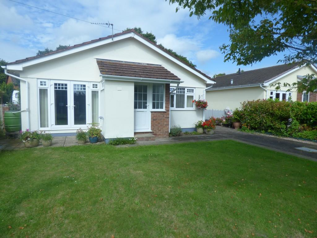 3 Bedrooms Detached Bungalow for sale in Broadway Avenue, Kingsteignton, TQ12 3EW
