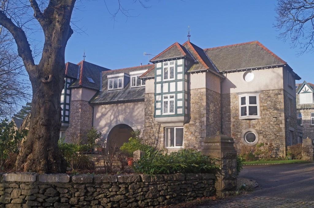 2 Bedrooms Flat for sale in 12 Heathcliffe Court, Redhills Road, Arnside, Cumbria, LA5 0AT