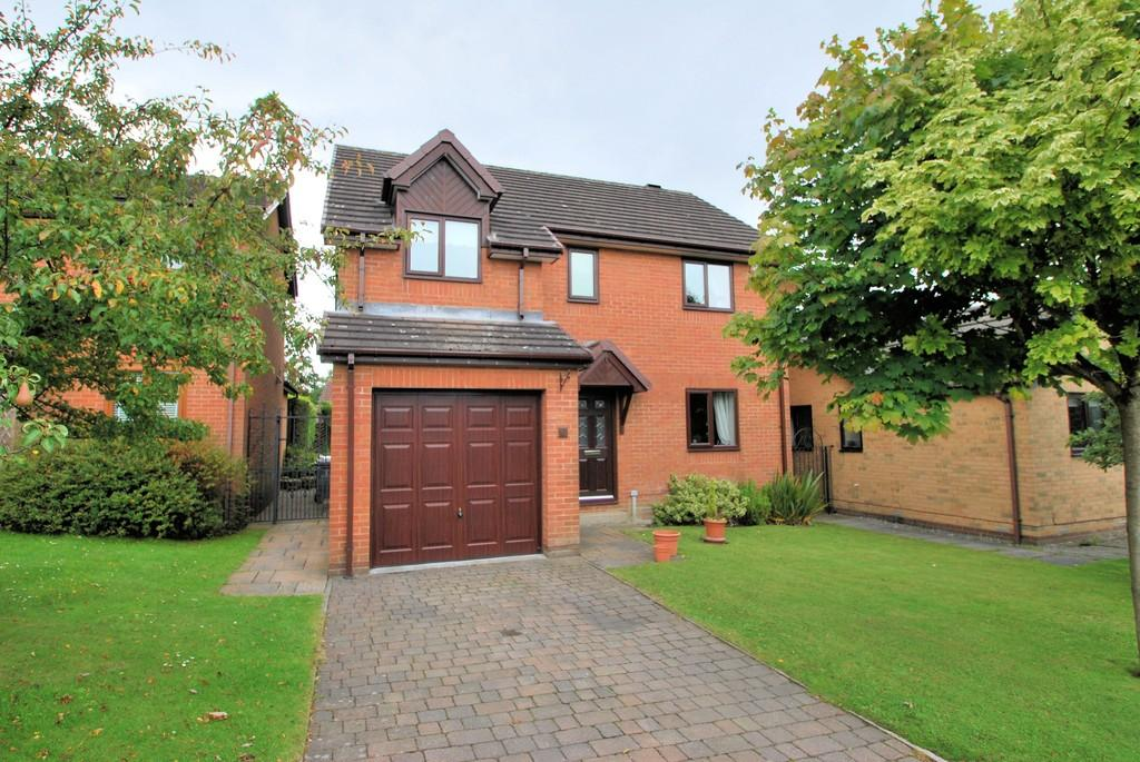 4 Bedrooms Detached House for sale in Barnside Close, Penistone, Sheffield S36 6UB