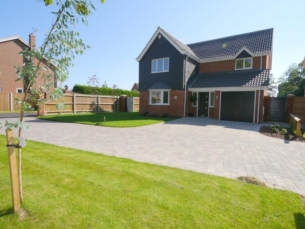 4 Bedrooms Detached House for sale in The Paddocks, Woods Loke East, Lowestoft