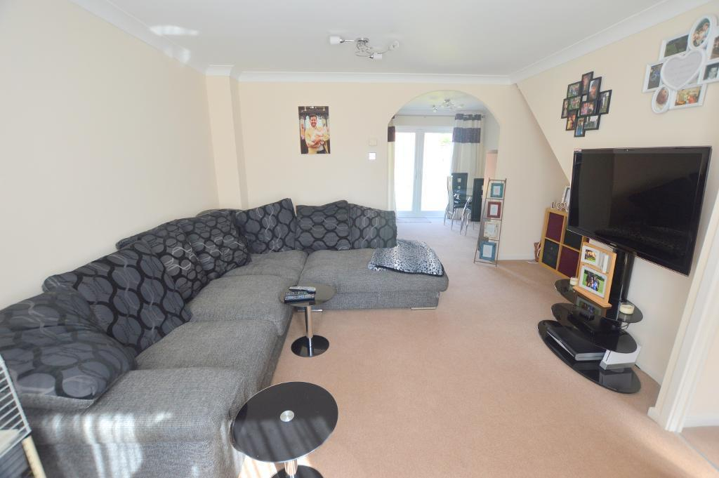 3 Bedrooms Terraced House for sale in Coverdale, Luton, Bedfordshire, LU4 9JP