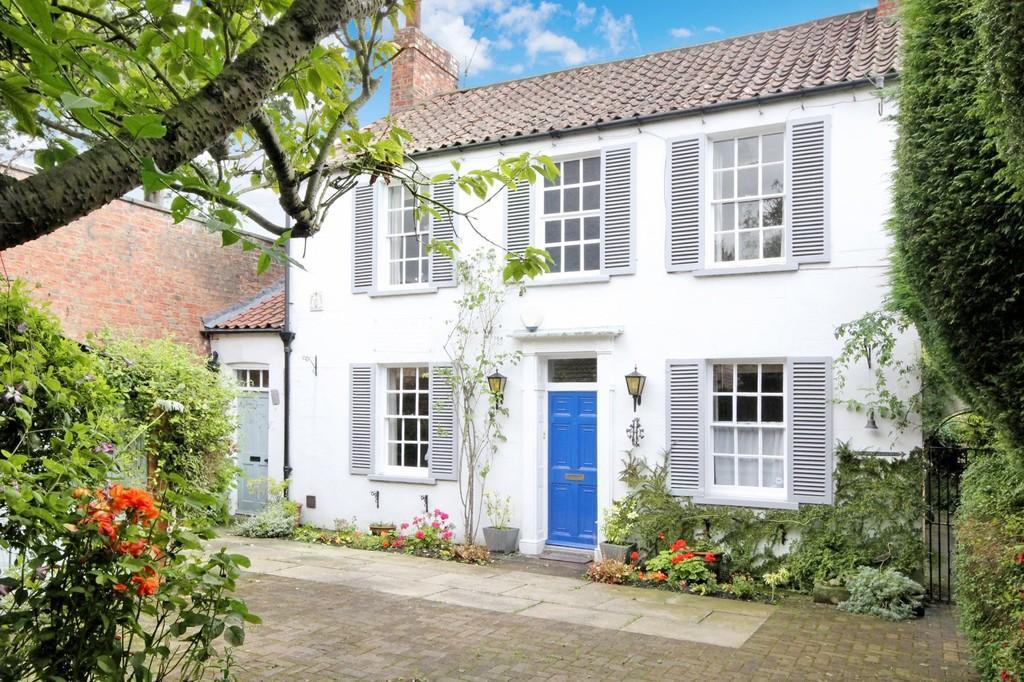 3 Bedrooms Detached House for sale in Bell Cottage 34 Sim Balk Lane Bishopthorpe York YO23 2QQ