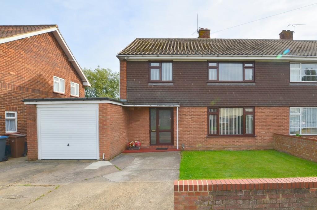 3 Bedrooms Semi Detached House for sale in Coronation Drive, Felixstowe, IP11 2NX