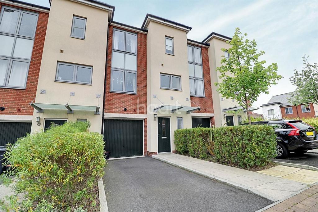 4 Bedrooms Terraced House for sale in Wellesley Corner, Northfleet, DA11