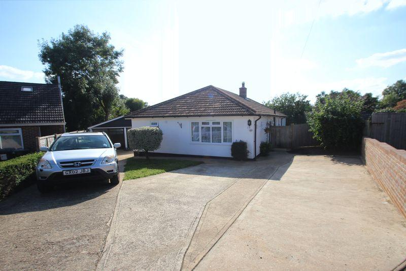 4 Bedrooms Detached Bungalow for sale in Cherry Grove, Tonbridge