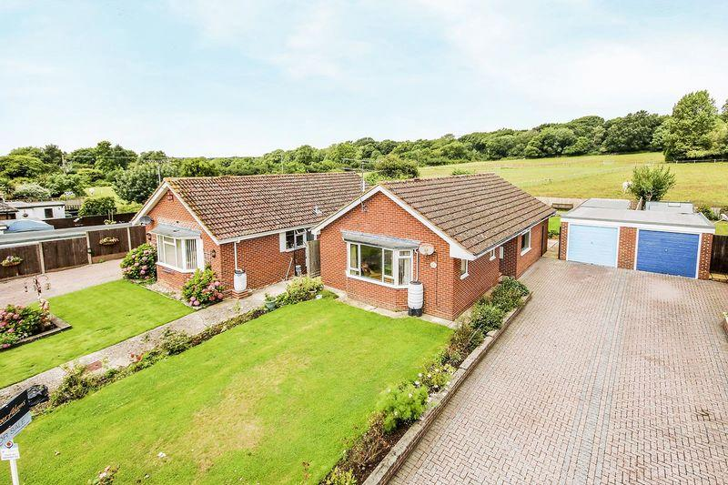 3 Bedrooms Detached Bungalow for sale in Angmering