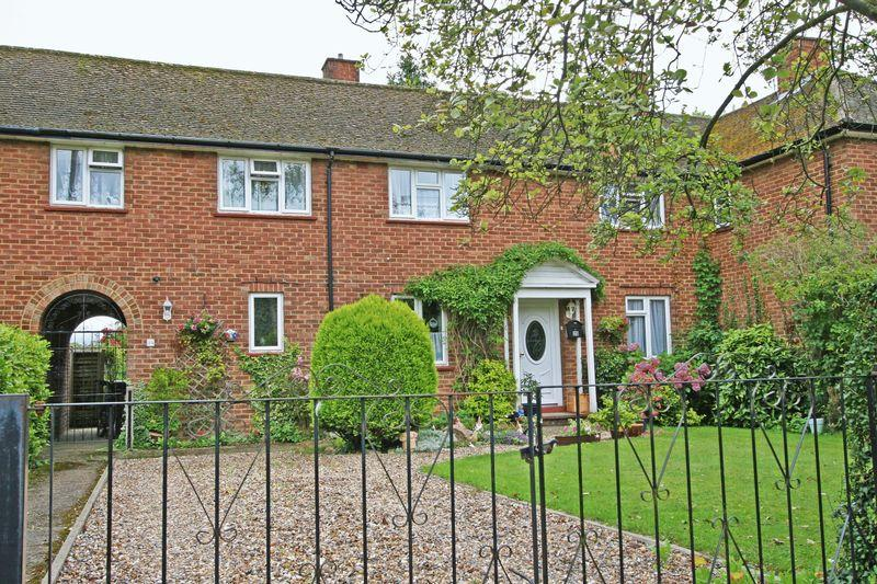 4 Bedrooms Terraced House for sale in Drew Meadow, Farnham Common, Buckinghamshire SL2
