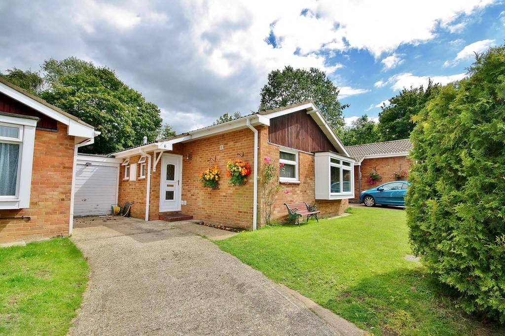 3 Bedrooms Detached Bungalow for sale in Goldsworth Park, Woking