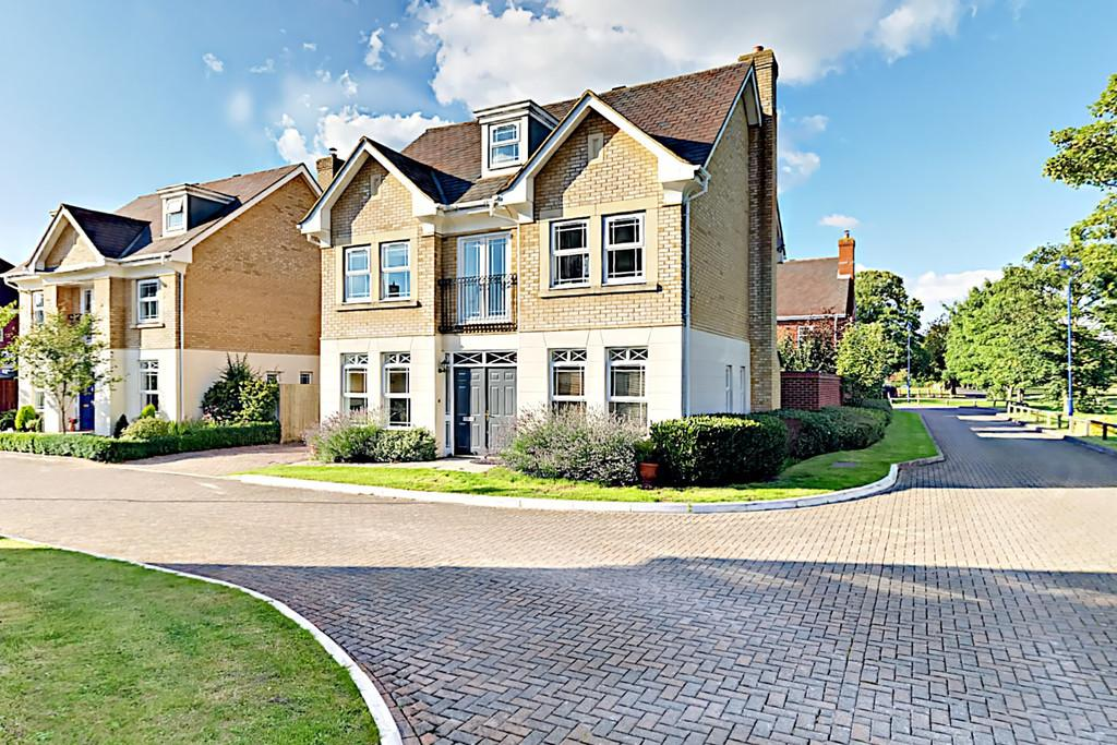 5 Bedrooms Detached House for sale in Deepcut, Camberley