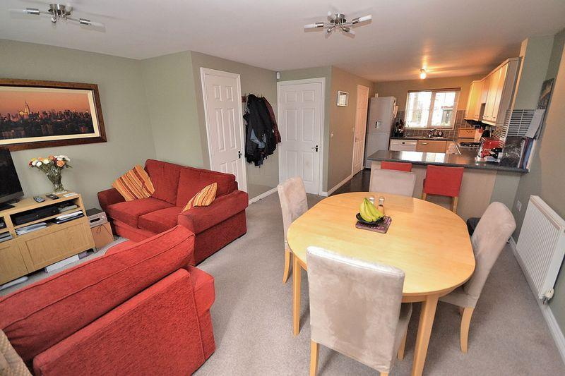 4 Bedrooms Terraced House for sale in Cormorant Way, Leighton Buzzard