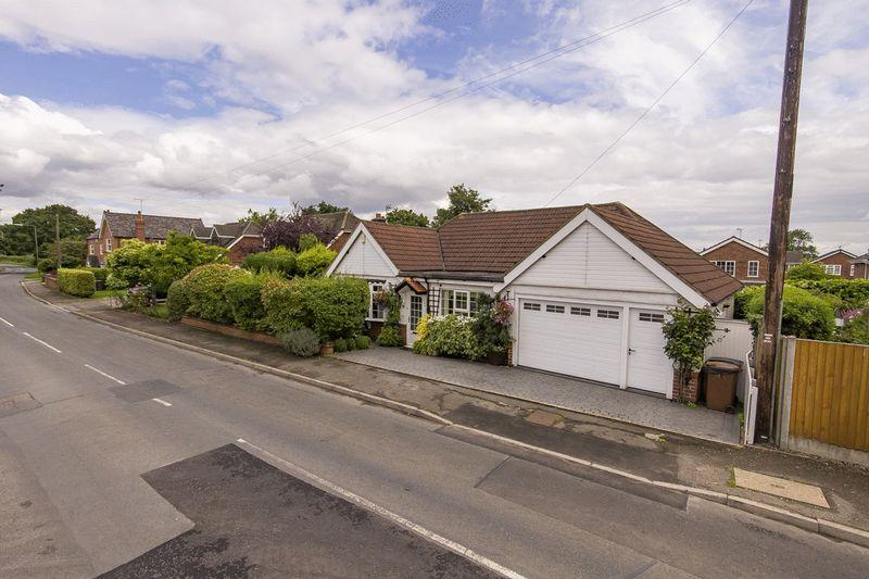 3 Bedrooms Detached Bungalow for sale in DOLES LANE, FINDERN