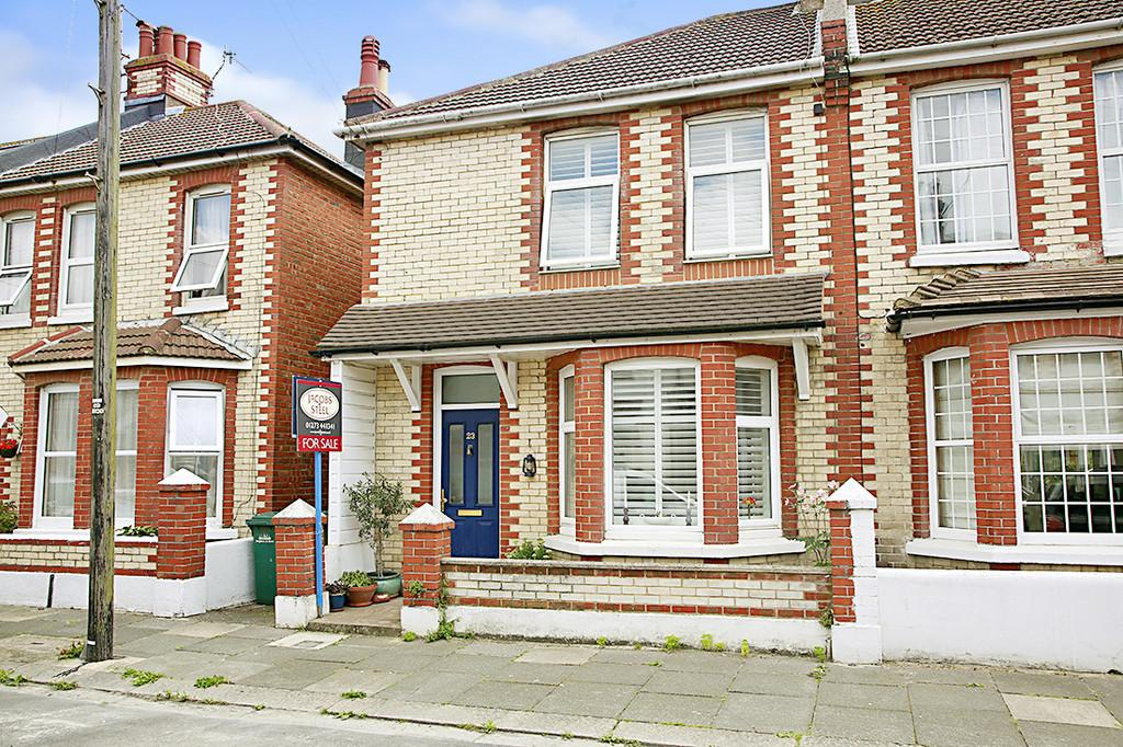3 Bedrooms End Of Terrace House for sale in Erroll Road, Hove, BN3 4QF