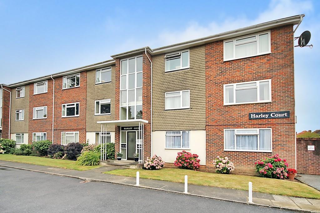 2 Bedrooms Ground Flat for sale in Harley Court, Downview Road, Worthing BN11 4QT