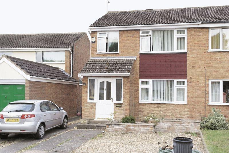 3 Bedrooms Semi Detached House for sale in New Forest Close, Little Hill