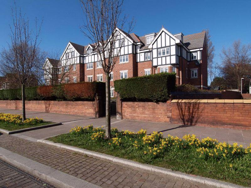 2 Bedrooms Apartment Flat for sale in Market Street, Hoylake