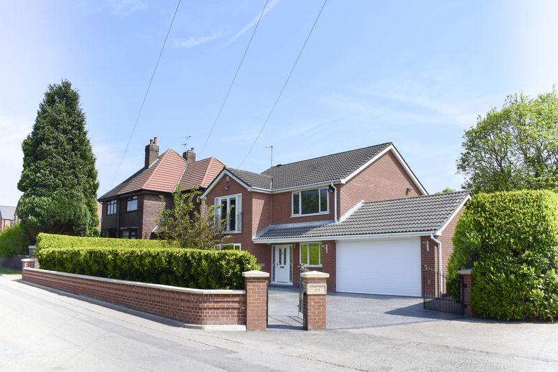 4 Bedrooms Detached House for sale in Laurel House, Green Lane, Leigh