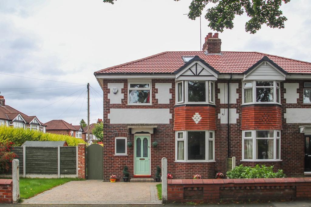 3 Bedrooms Semi Detached House for sale in Goldsworthy Road, Flixton, Manchester, M41