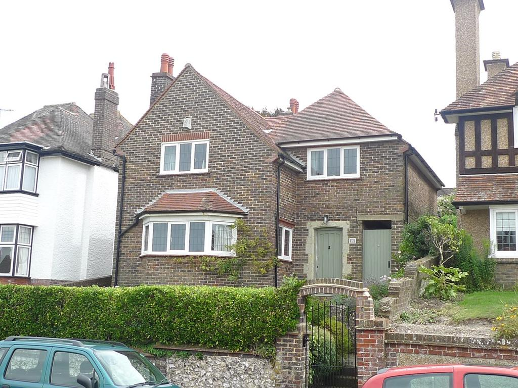 4 Bedrooms Detached House for sale in Kings Avenue, Eastbourne, BN21