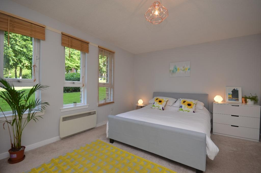 4 Bedrooms Flat for sale in Garriochmill Road, Flat 0/1, North Kelvinside, Glasgow, G20 6LT