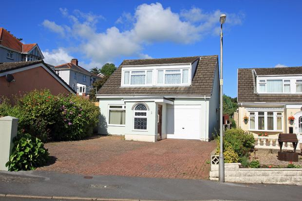 4 Bedrooms Detached Bungalow for sale in Maes Y Dderwen, Monument Hill, Carmarthen, Carmarthenshire