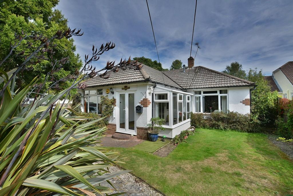 3 Bedrooms Detached Bungalow for sale in Wheelers Lane, Bournemouth