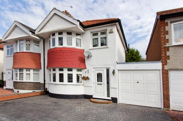 3 Bedrooms Semi Detached House for sale in Farnham Road, Welling, DA16