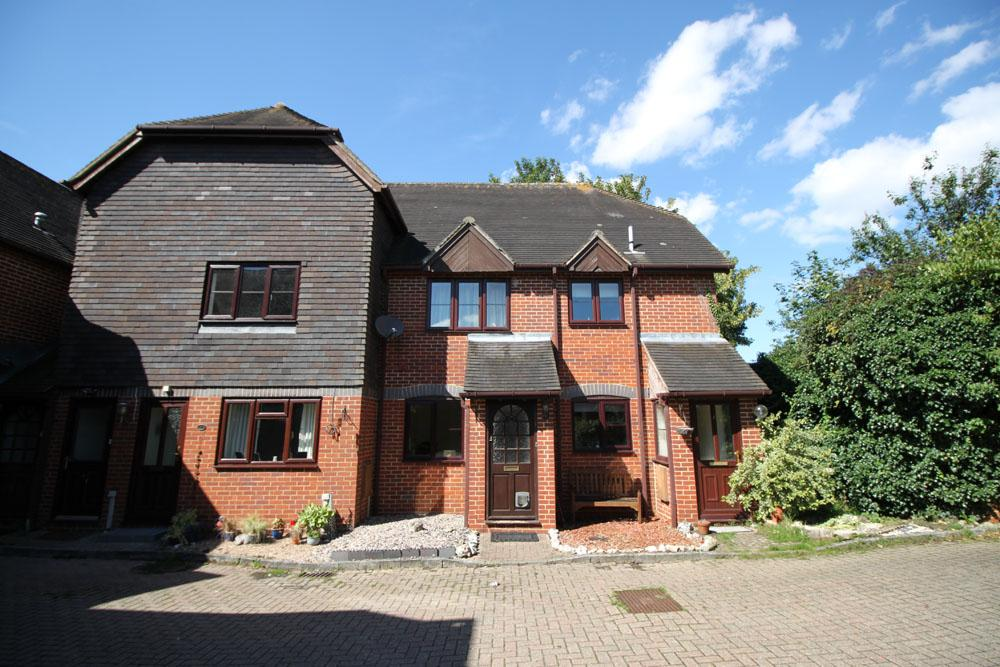 2 Bedrooms Flat for sale in waltham court, overton rg25