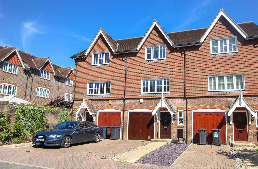 3 Bedrooms Terraced House for sale in Lower Village, Bolnore Village, Haywards Heath