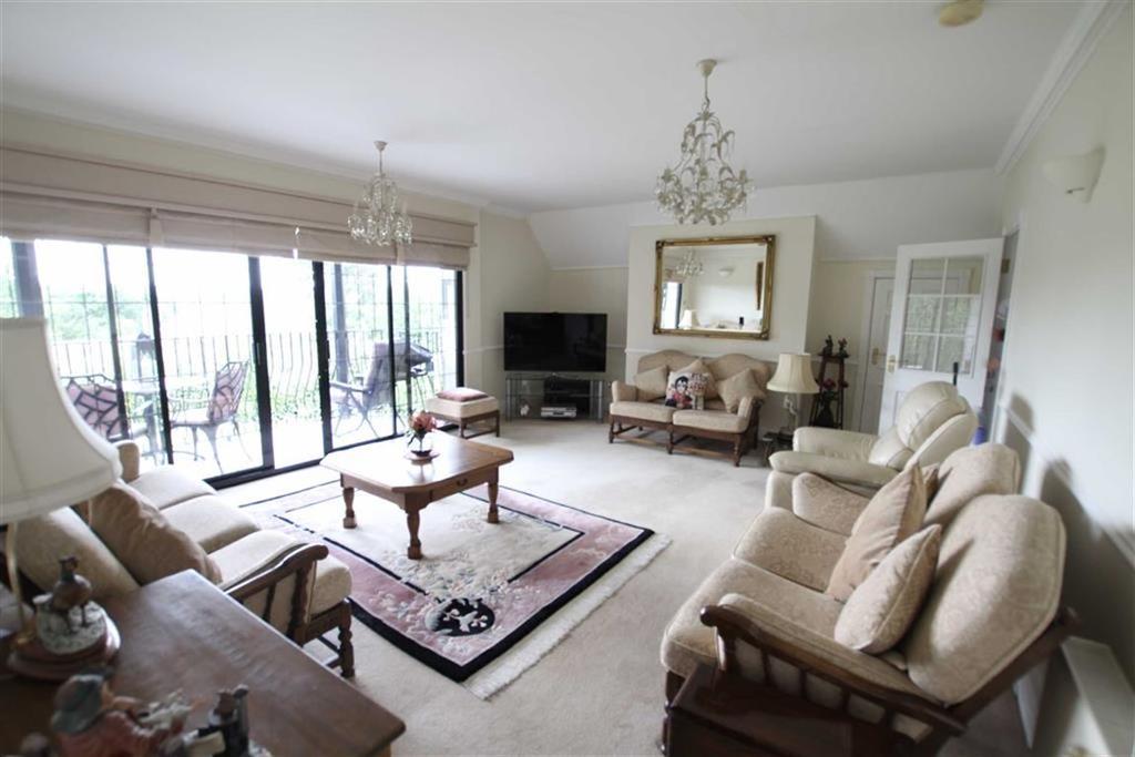 2 Bedrooms Duplex Flat for sale in Cockfosters Road, Hadley Wood, Herts, EN4