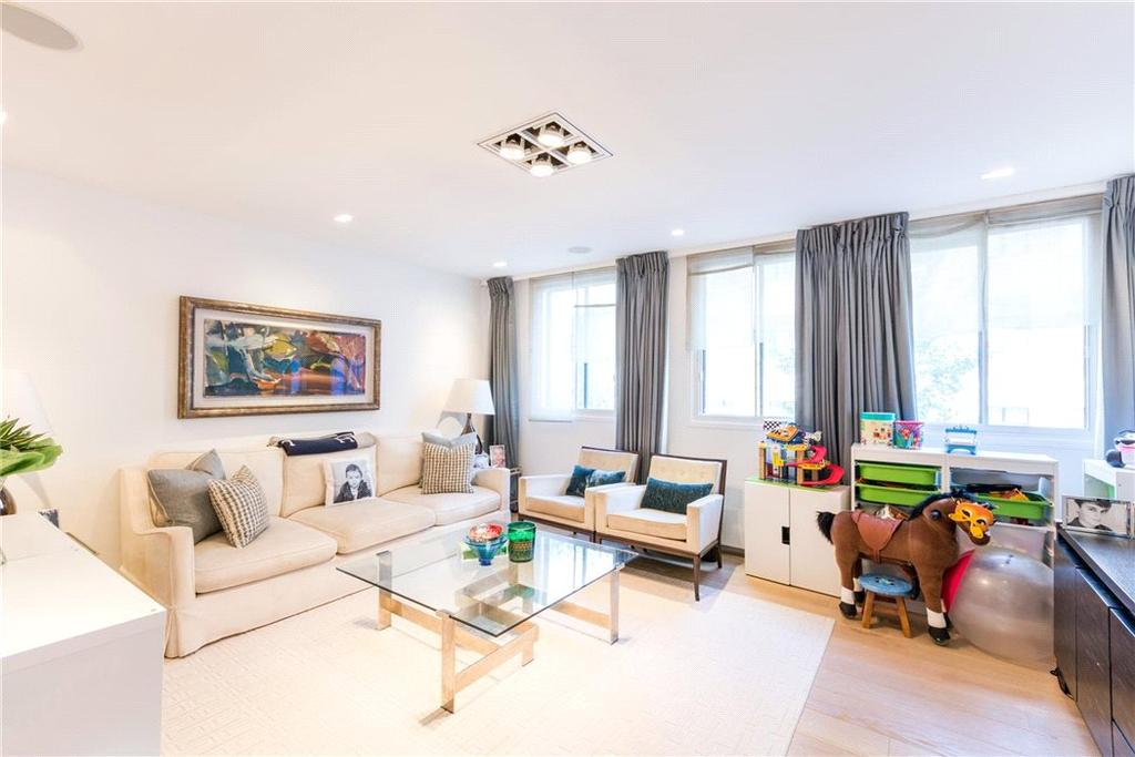 3 Bedrooms Flat for sale in Milford House, 7 Queen Anne Street, W1G
