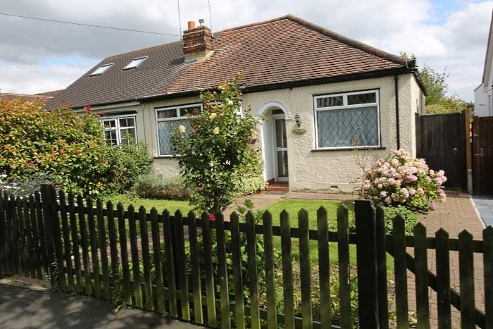2 Bedrooms Semi Detached Bungalow for sale in ORCHARD DRIVE, THEYDON BOIS CM16