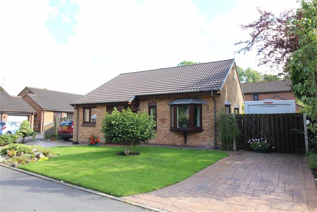 3 Bedrooms Detached Bungalow for sale in Dovedale Close, High Lane, Stockport, Cheshire