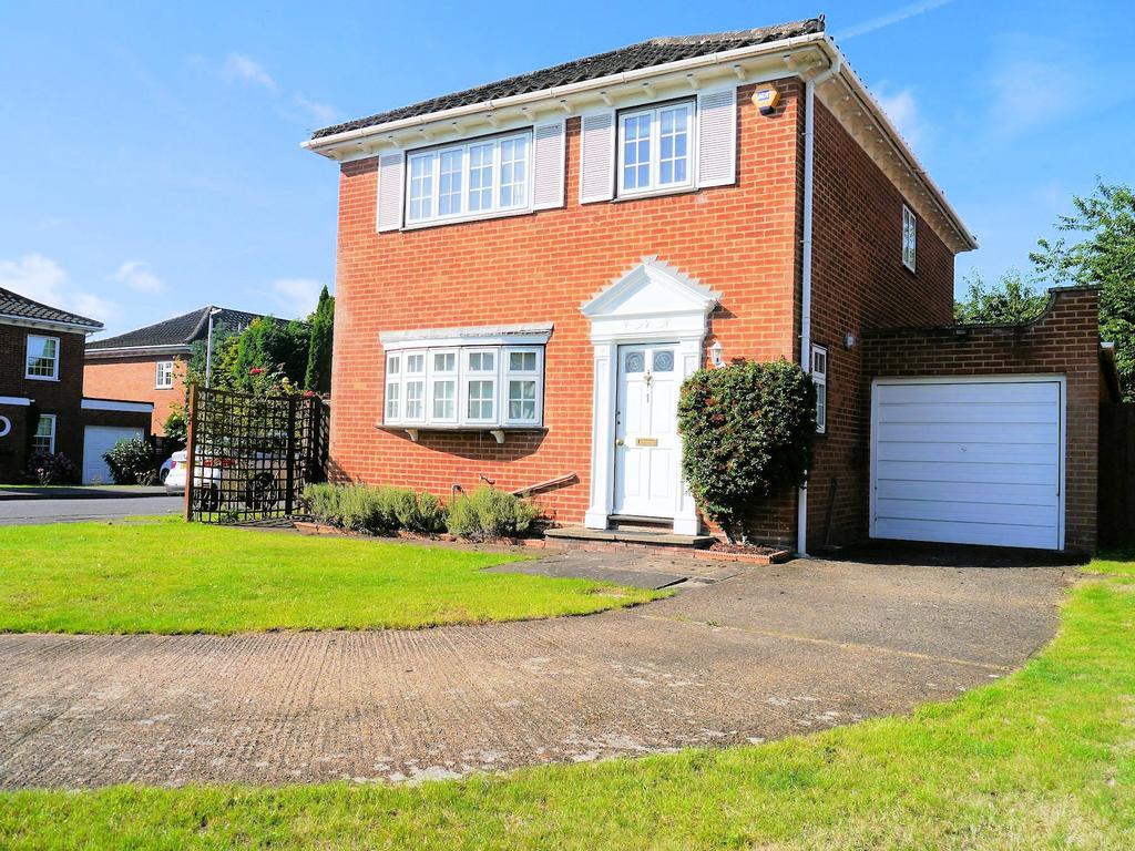 3 Bedrooms Detached House for sale in Harrington Close, Windsor SL4