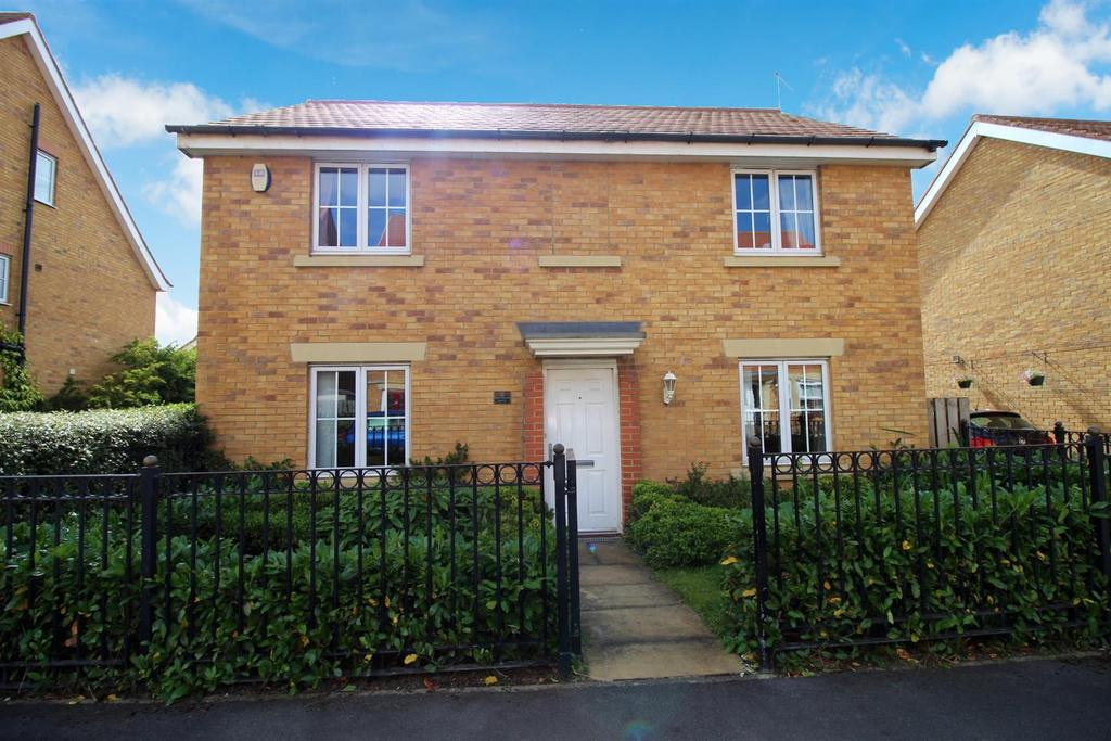 4 Bedrooms Detached House for sale in Barmoor Drive, Newcastle Upon Tyne