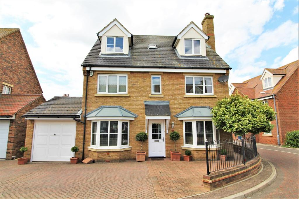 5 Bedrooms Detached House for sale in Hunters Chase, Kirby Cross, Frinton-On-Sea