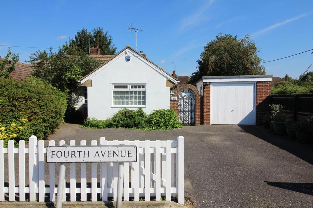 3 Bedrooms Semi Detached Bungalow for sale in Fourth Avenue, Chelmsford, Essex, CM1