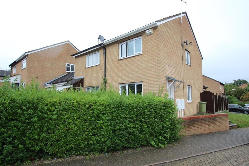 2 Bedrooms Semi Detached House for sale in Forest Rise, Eaglestone, Milton Keynes