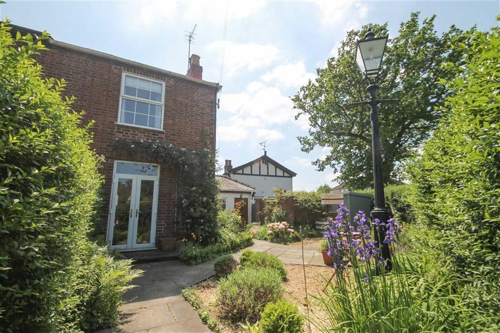 3 Bedrooms Semi Detached House for sale in Green Lane, Davenham